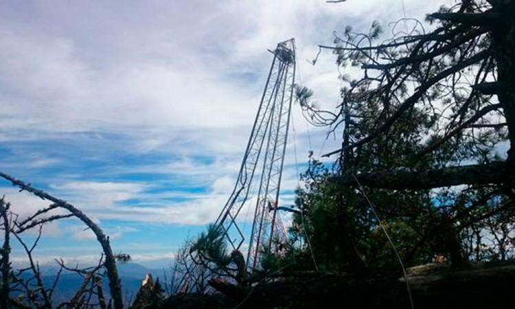Ventarrones tiran torre de Alerta Sísmica en Oaxaca