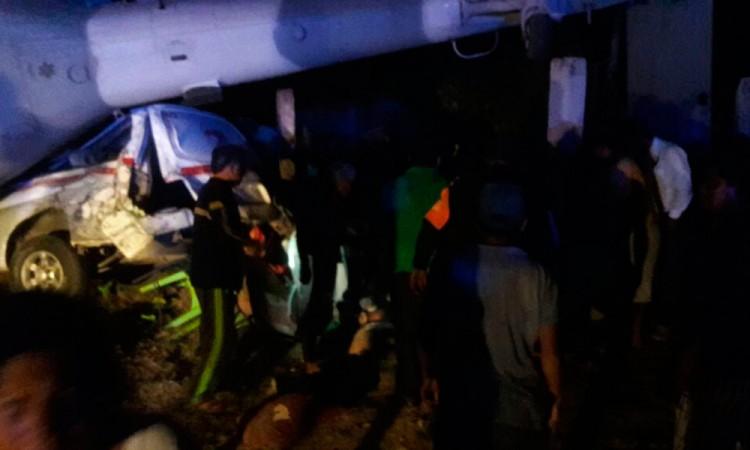 Cae helicóptero de Segob; hay dos muertos