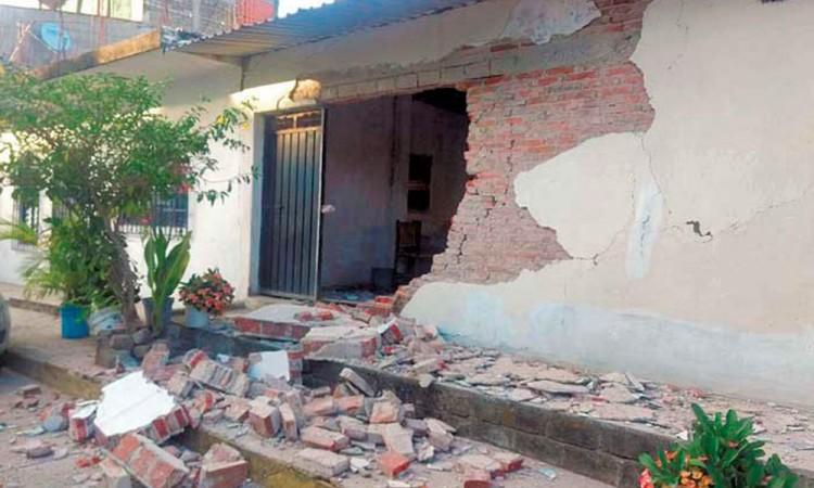 Dos heridos y 200 casas dañadas por sismo de 7.2 grados