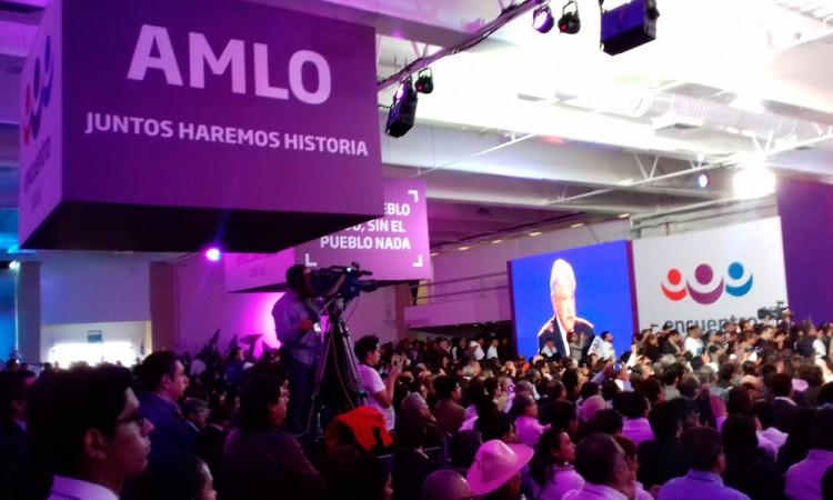 López Obrador propone Constitución Moral
