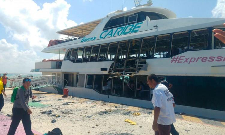 Video: Explota embarcación en Playa del Carmen