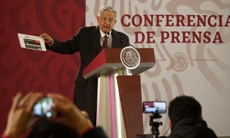 López Obrador presenta su declaración de bienes