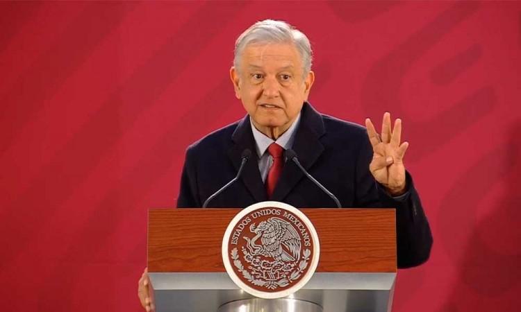 López Obrador lanza convocatoria para contratar a 2 mil conductores de pipas