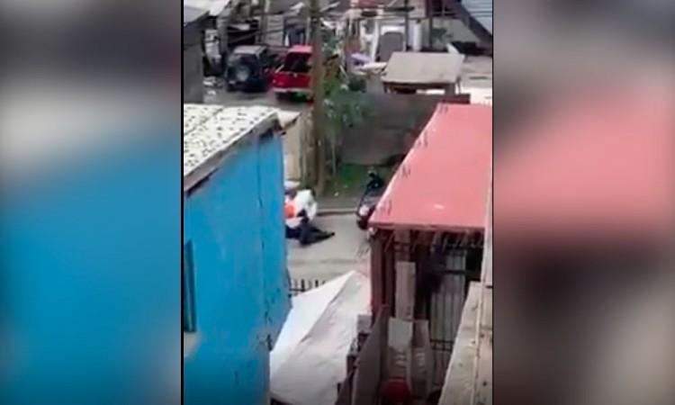 VIDEO: Policía dispara a quemarropa a delincuente en Tijuana
