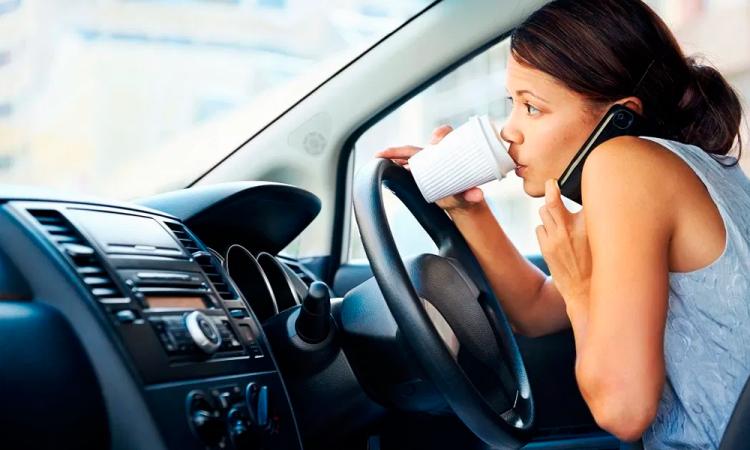 Buscan prohibir que patrones molesten a empleados por teléfono en descansos