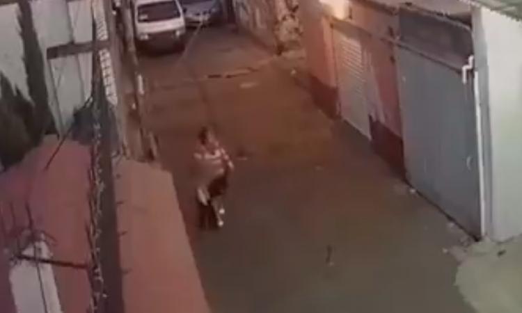 Captan el momento en que Fátima es secuestrada por una mujer