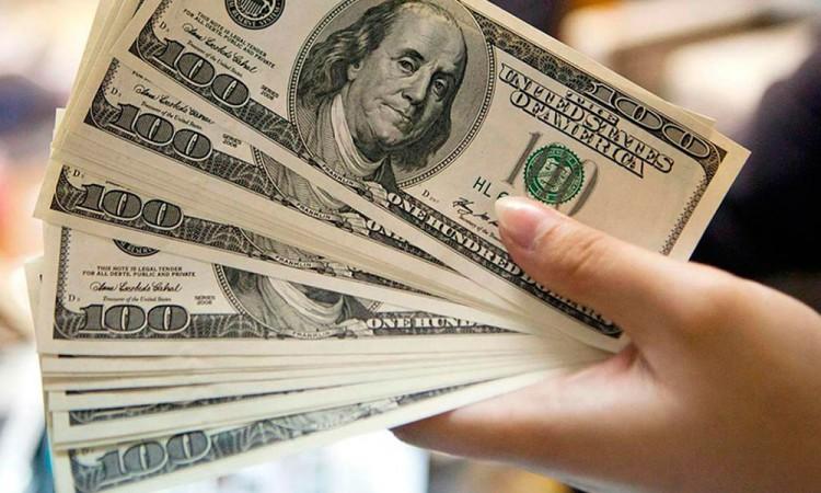 Alcanza dólar hasta los 20.50 pesos en bancos debido al coronavirus