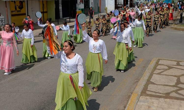En Chiapas desafían pandemia; realizan procesión de Semana Santa