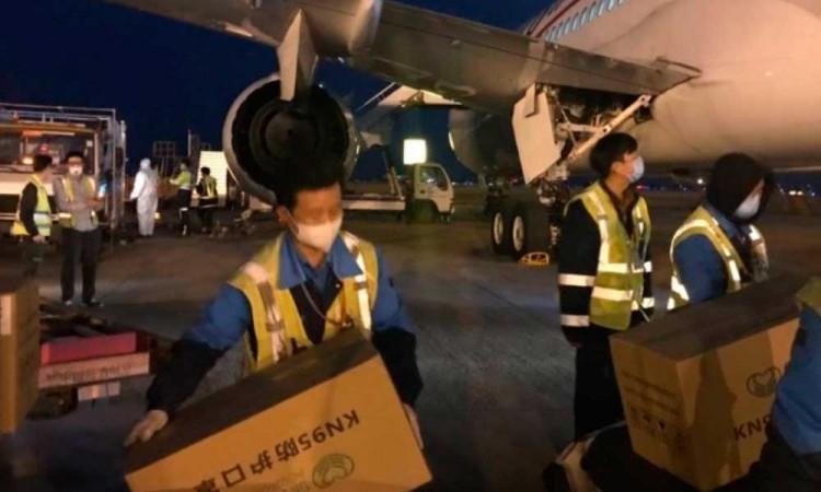 Llega avión proveniente de China con insumos médicos