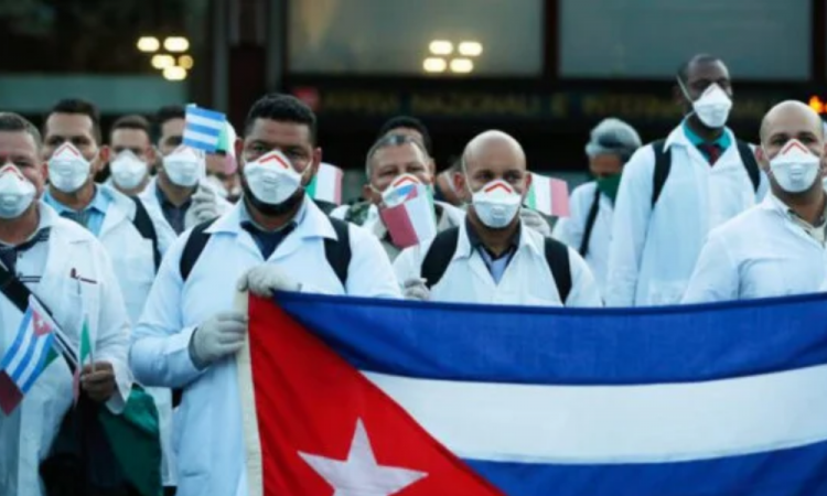 Médicos cubanos llegan a México a compartir experiencias