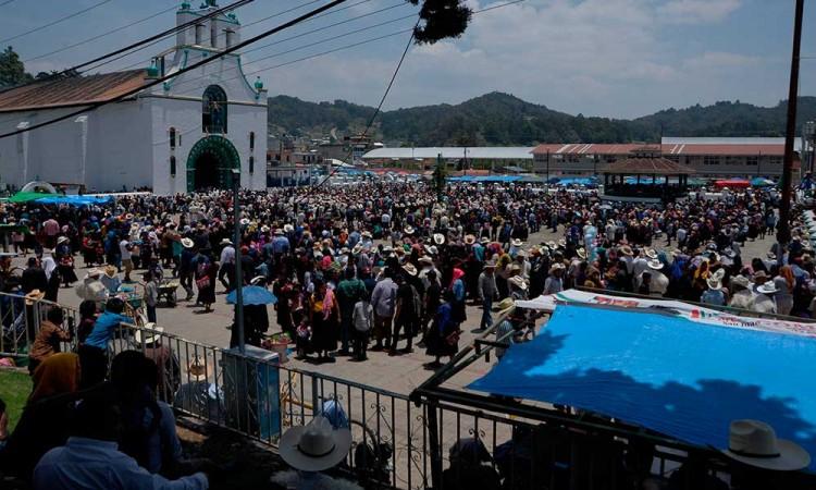 Comunidad tzotzil realiza viernes santo sin importar la pandemia