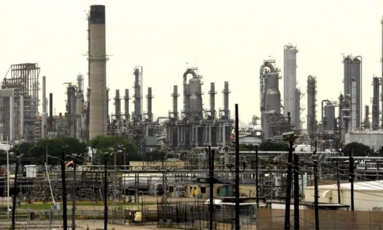 México aumentará refinación para afrontar la caída del petróleo