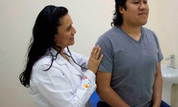 Marina contratará médicos con sueldos de 35 mil pesos