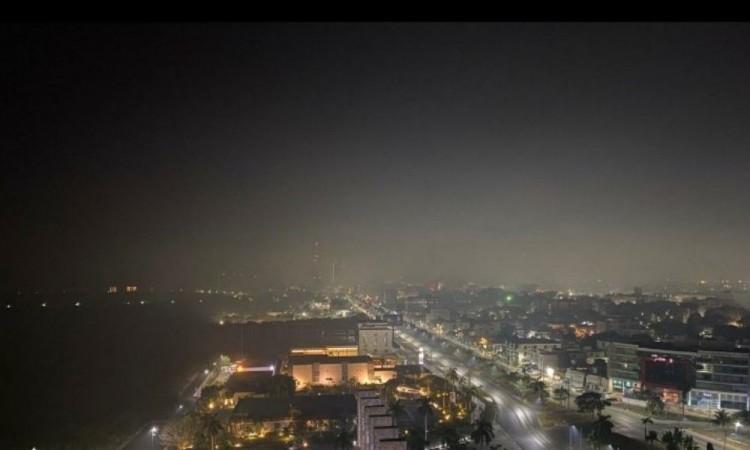 Cancún amanece entre humo