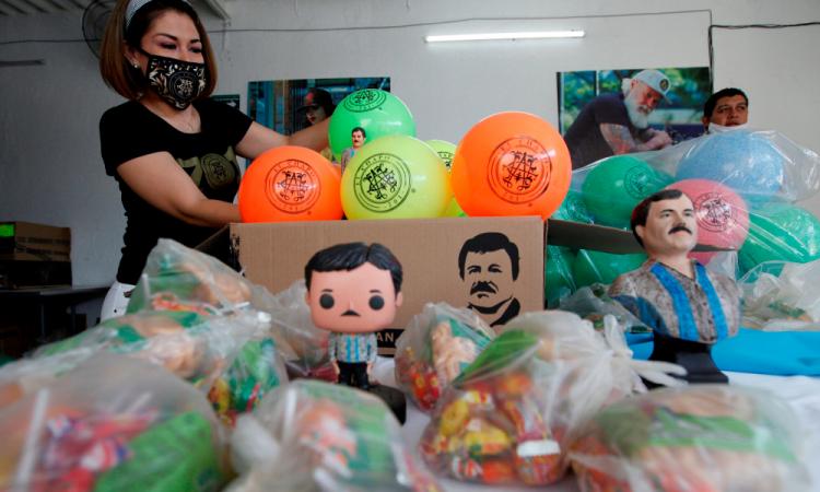 Hija del Chapo regala juguetes en Jalisco