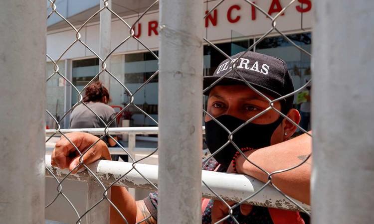 No sé si mi tío está vivo: colapsan hospitales de México por Covid-19