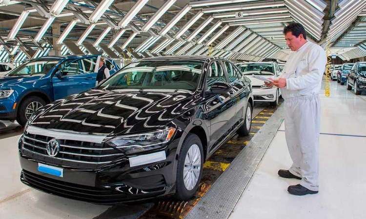 Gobierno de AMLO reactivará Volkswagen y Audi el 18 de mayo