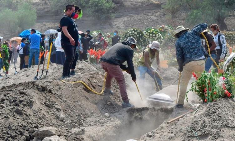 Pandemia fuerza a ampliar cementerio en Ciudad de México