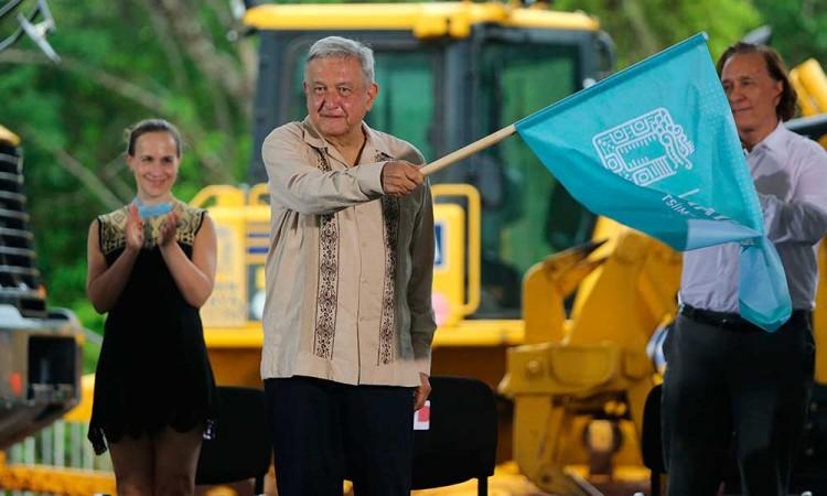 AMLO da banderazo de inicio al Tren Maya