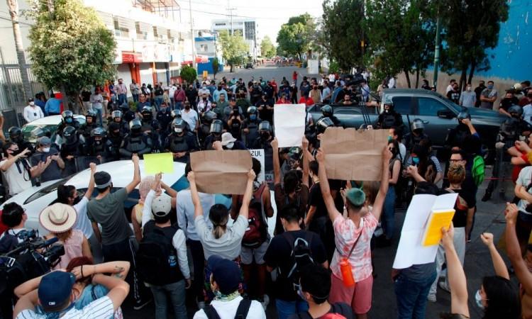 Once detenidos en protestas por muerte de Giovanni López bajo custodia policial