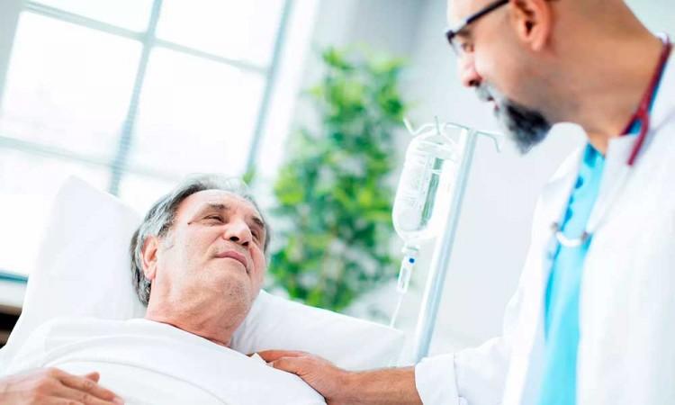Tratamiento para cáncer ayudaría a pacientes con COVID-19: Estudio