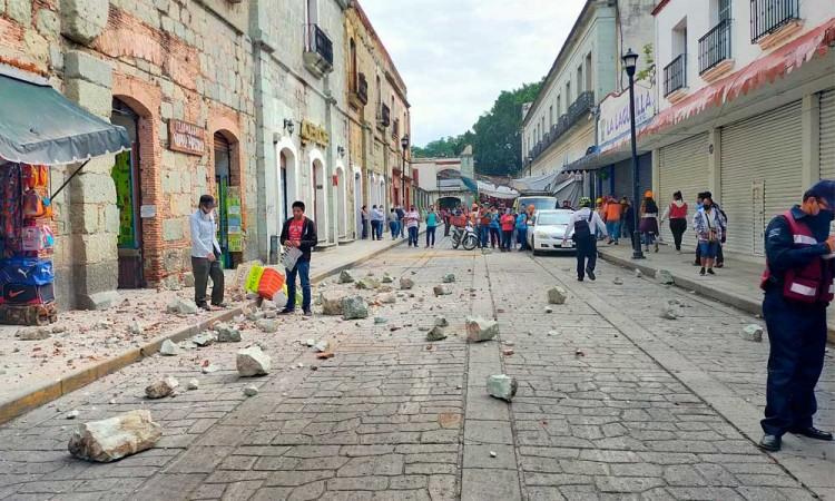 Muere una persona en Oaxaca y se caen muros por sismo