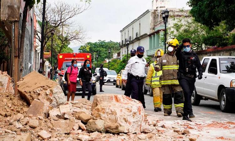 Eleva a 10 las muertes por el sismo en Oaxaca