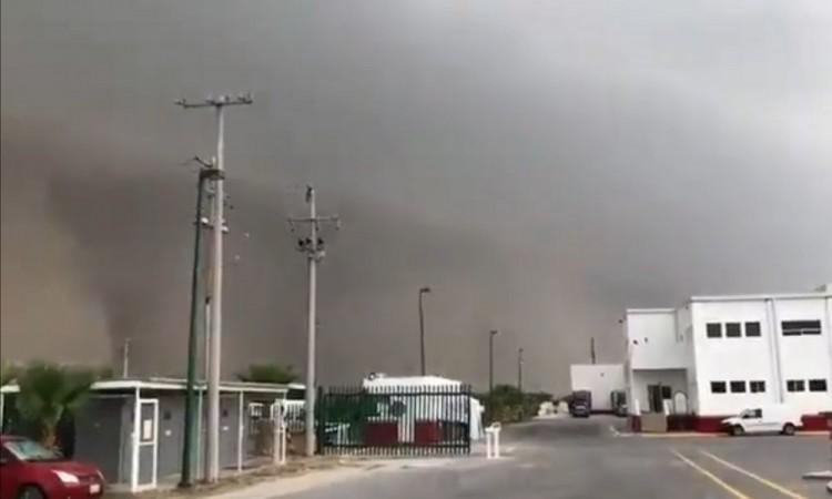 Tolvanera alerta a habitantes de Torreón