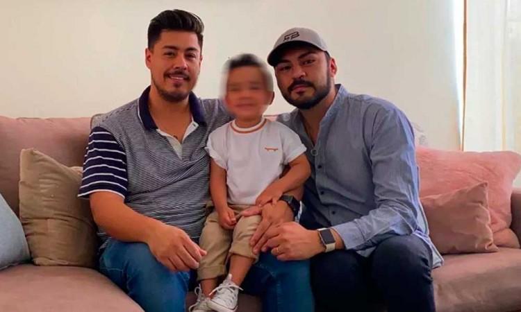 Mitad de mexicanos, a favor que parejas LGBT adopte: encuesta