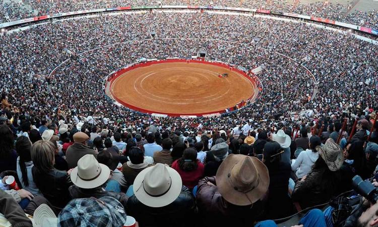 En vilo, corridas de toros por la pandemia de Covid en México