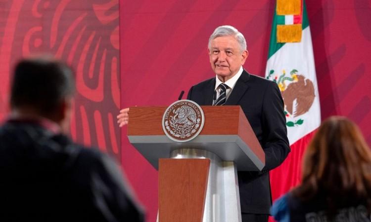 López Obrador promete no abandonar a Guanajuato tras masacre de 26 muertos