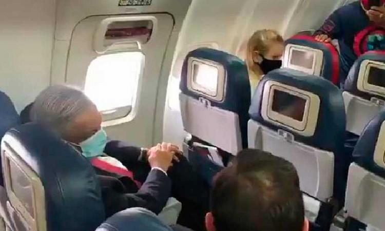 López Obrador despega rumbo a Estados Unidos en avión comercial