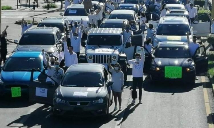 Los manifestantes le exigieron resultados al presidente de la República.