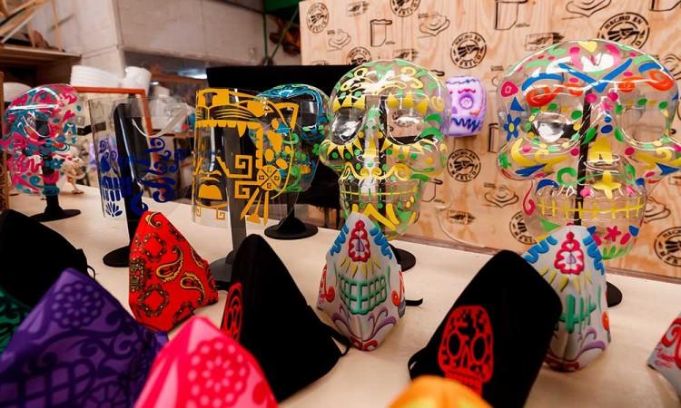 ¡Dame 10! Fabrican cubrebocas inspirados en la cultura mexicana