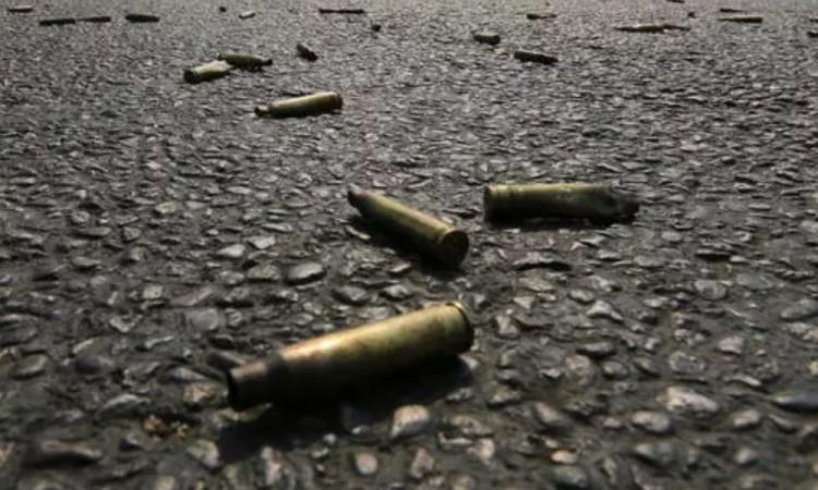 Las autoridades recabaron 55 cartuchos de balas de fusil.