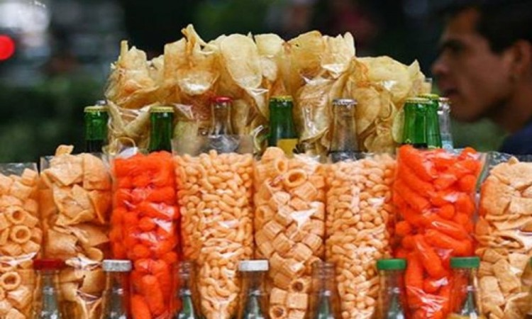 Busca Senador de Morena prohibir venta de comida chatarra a menores de edad a nivel nacional