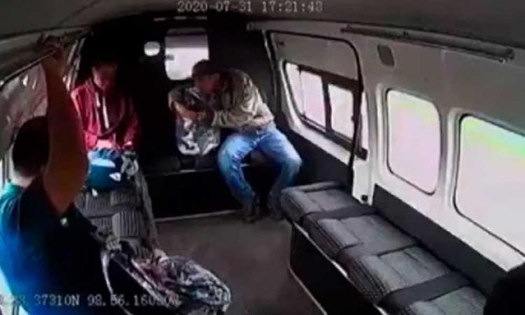 Robos a combis en Texcoco pararon desde golpiza de ladrones