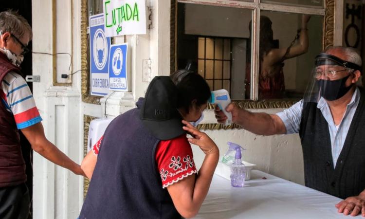 COVID-19: México supera los 53 mil decesos y acumula más de 485 mil contagios