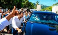 Reclaman ayuda a López Obrador durante visita a Acapulco
