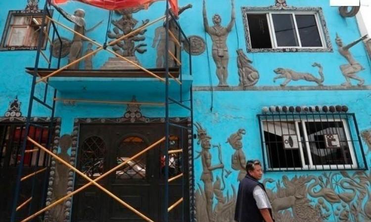 Recrean una escuela mexica en la fachada de una casa de Ciudad de México