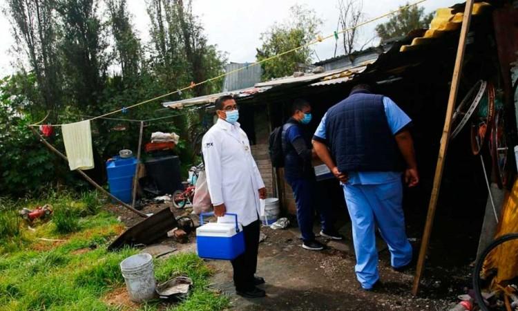 México supera los 56.000 muertos pero cree que baja intensidad
