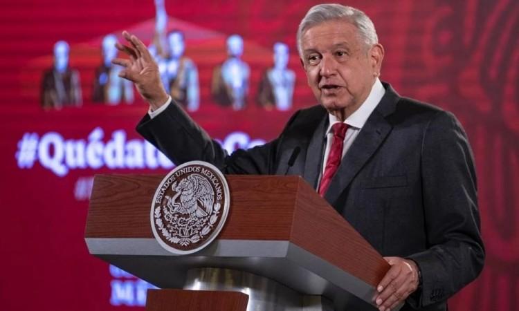 Descarta AMLO que celebridades de Azteca y Televisa den Clases en Tv