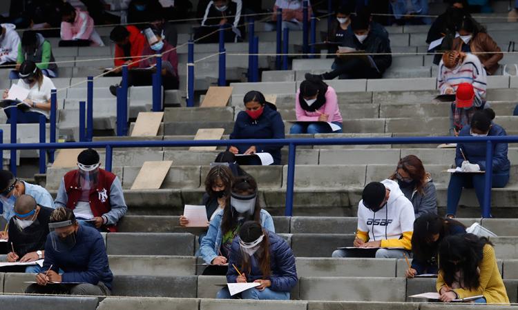Pruebas de acceso a la UNAM se celebran en estadio al aire libre por pandemia