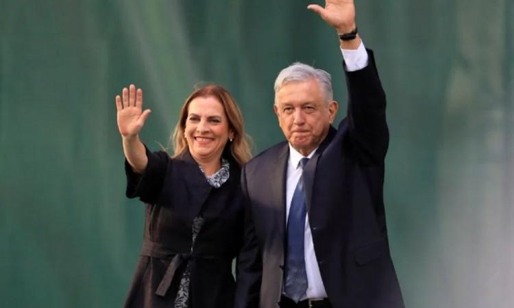 AMLO y su esposa Beatriz buscan ser marca registrada