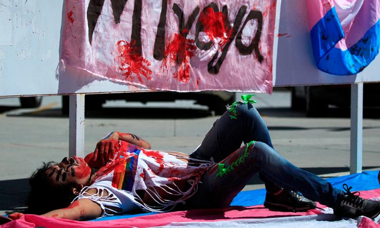 Activistas LGBT cierran vialidad en CDMX por recientes asesinatos