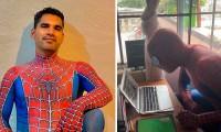 Este profesor de Tijuana se disfraza de Spider-Man para dar clases en línea