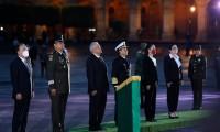 México iza su bandera a media asta para conmemorar a víctimas de terremotos