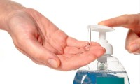 ¡Lo que nos faltaba!  Cofepris advierte sobre gel antibacterial con metanol