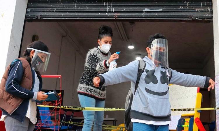 Tortillería instala un salón de clases para educar a un barrio en CDMX