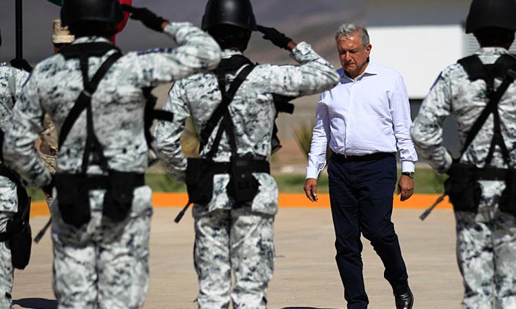 López Obrador se reúne con familia mormona a casi un año de masacre en Sonora